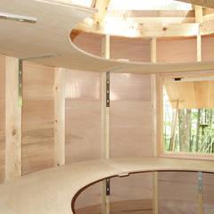 更衣室の棚: 株式会社エキップが手掛けた和室です。