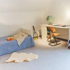 Staging einer Villa zum Verkauf: klassische Kinderzimmer von Home Staging Gabriela Überla