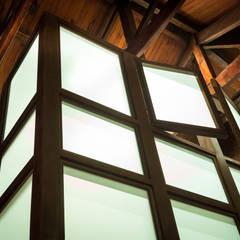Remodelación y Ampliación en Teusaquillo, Bogotá: Ventanas de estilo  por SDHR Arquitectura