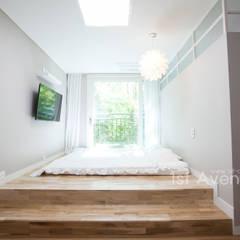 Dormitorios de estilo  por 퍼스트애비뉴
