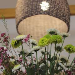 """Local de indumentaria femenina """"Uvakuruva"""" Oficinas y comercios de estilo rústico de LAS MARIAS casa & jardin Rústico"""
