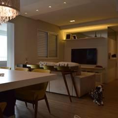 Living room by Fabiana Rosello Arquitetura e Interiores, Modern