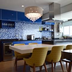 Dining room by Fabiana Rosello Arquitetura e Interiores, Modern