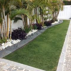Garden by Beatrice Perlac - Adarve Jardines
