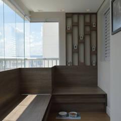 Patios & Decks by Fabiana Rosello Arquitetura e Interiores, Modern