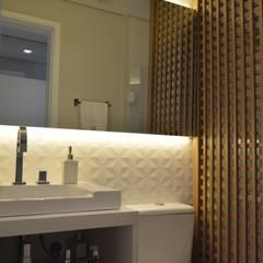 Bathroom by Fabiana Rosello Arquitetura e Interiores, Modern