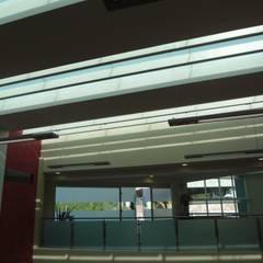 CENTRO DE JUBILADOS Y PENSIONADOS DEL SERVICIO PÚBLICO: Gimnasios de estilo  por AR+D arquitectos