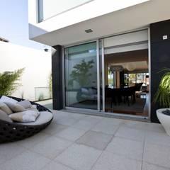 Casa A.F. Varandas, marquises e terraços modernos por Atelier Lopes da Costa Moderno