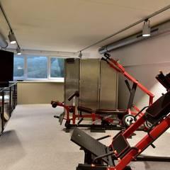 Exklusive und innovative Loft-Wohnung: industrialer Fitnessraum von raum in form