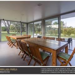 Casa El paso IV: Jardines de invierno de estilo  por ARRILLAGA&PAROLA