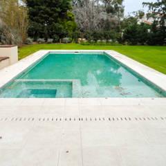 MACERI HOUSE: Piletas de estilo  por Carbone Fernandez Arquitectos