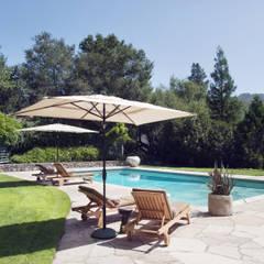 Casa em Sonoma, California: Piscinas  por Antonio Martins Interior Design Inc