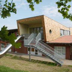 Kita - Ansicht gartenseitig:  Schulen von Noesser Padberg Architekten GmbH