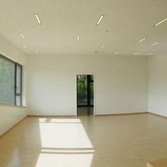 Kita - Großer Gruppenraum:  Schulen von Noesser Padberg Architekten GmbH