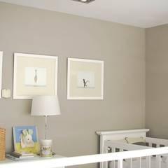 DECORACION - Cuarto para bebé: Dormitorios infantiles de estilo  por PLATZ