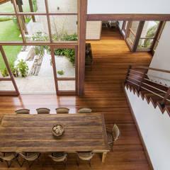 Casa em Itu: Salas de jantar modernas por Mellani Fotografias