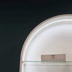 Fotografia zbliżenie na detal witryny ekspozycyjnej: styl , w kategorii Kliniki zaprojektowany przez KOLORAMA