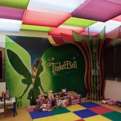 Habitaciones infantiles de estilo  por Arq Mobil