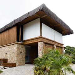 Residência Praia do Forte: Casas  por Antônio Ferreira Junior e Mário Celso Bernardes