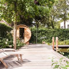 Wellness tuin verbonden met het landschap:  Tuin door Studio REDD exclusieve tuinen,