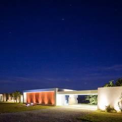 CASA BARRENECHE: Baños de estilo  por LIGHTEN