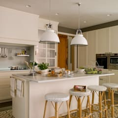 classic Kitchen by DEULONDER arquitectura domestica