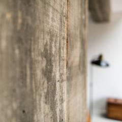 Cobertura Gávea: Paredes  por m.o.o.c. móveis objetos e outras coisas