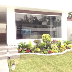Residencia  : Casas de estilo  por CESAR MONCADA S