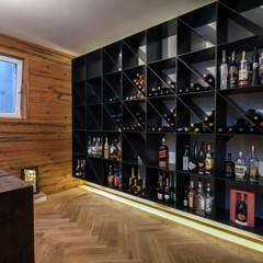 Villa S: moderner Weinkeller von BESPOKE GmbH // Interior Design & Production