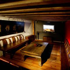Sala multimediale: Sala multimediale in stile  di Thais s.r.l