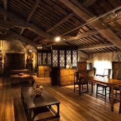 Sala delle campane: Soggiorno in stile in stile Asiatico di Thais s.r.l