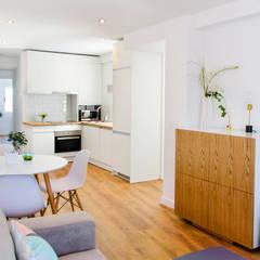 Apartamento en estilo nórdico Salones de estilo escandinavo de Noelia Villalba Escandinavo