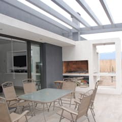 Casa Boedo: Jardines de estilo ecléctico por Bonomo&Crespo Arquitectura