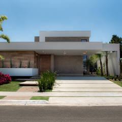 Casa Térrea - contemporânea: Casas  por Camila Castilho - Arquitetura e Interiores,Moderno Madeira Efeito de madeira