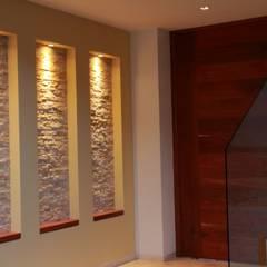 PRIVADA MIRAMAR Pasillos, vestíbulos y escaleras modernos de GRUPO VOLTA Moderno