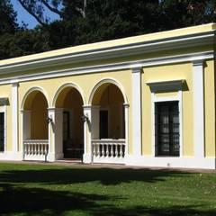 من Aulet & Yaregui Arquitectos إستعماري