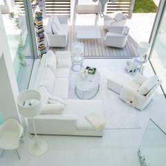 Vale do Lobo 1147: Salas de estar  por JSH Algarve Arquitectura Lda,Minimalista