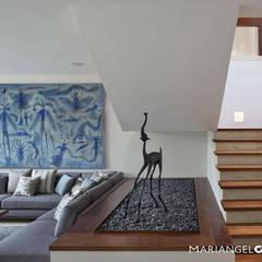 Caúcaso: Pasillos y recibidores de estilo  por MARIANGEL COGHLAN, Moderno