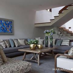 Caúcaso: Salas de estilo  por MARIANGEL COGHLAN, Moderno