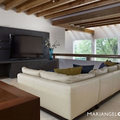 Media room by MARIANGEL COGHLAN, Modern