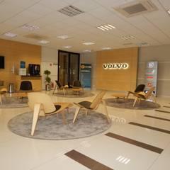 Lounge Centro Treinamento: Locais de eventos  por LUIZE ANDREAZZA BUSSI INTERIORES+ CORPORATIVO