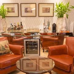 Residência Condomínio South Valley Adegas clássicas por Piloni Arquitetura Clássico