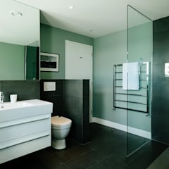Bathroom Modern bathroom by Perfect Stays Modern