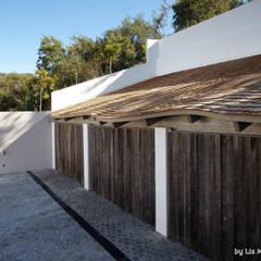 Zagaleta G31: Garajes dobles de estilo  de Lis Melgarejo Arquitectura