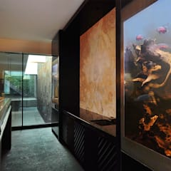 Feng Shui:  Media room by Aquarium Architecture