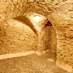 Un Hôtel Particulier à Versailles : Cave à vin de style  par ATELIER FB