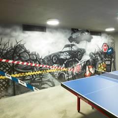Pimodek Mimari Tasarım - Uygulama – Duvarda Graffiti Çalışması ve Masa Tenisi Bölümü: modern tarz Garaj / Hangar