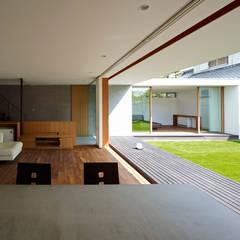 高林東町の家: 小野里信建築アトリエが手掛けたリビングです。