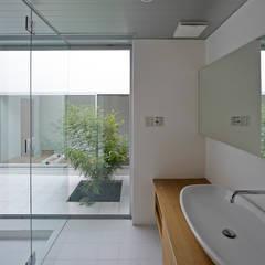高林東町の家: 小野里信建築アトリエが手掛けた浴室です。