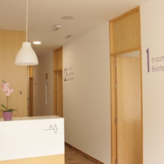 Clinics توسطBúhoblanco arquitectos, اسکاندیناویایی چوب Wood effect